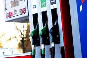 Ce s-a întâmplat după ce o șoferiță din Bacău a plătit pentru 50 litri de benzină, deși rezervorul mașinii are doar 45