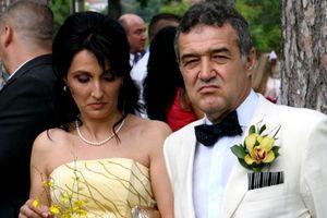 O mulțime de invitați la nunta fetei lui Gigi Becali! Motivul incredibil pentru care alți miri au fost nevoiți să schimbe data evenimentului