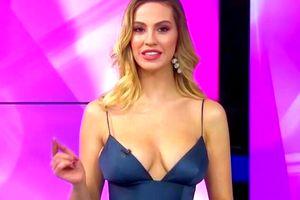 """GALERIE FOTO Cea mai sexy prezentatoare de la Kanal D, asaltată de fotbaliști: """"Erau 3 sau 4 de la aceeași echipă, în același timp"""""""