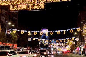 O nouă gafă a Primăriei Capitalei, ce se vede printre mingile ornamentelor de Crăciun