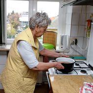 Suferințele provocate de falimentul RADET. Are 88 de ani, Parkinson și cancer pulmonar și se luptă cum poate cu frigul din casă