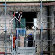 """Cum sunt exploatați de către angajatori muncitorii români detașați în industria construcțiilor din Germania: """"Exact ca pe sclavi ne-a vândut"""""""