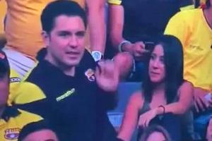 """Reactia bărbatului prins pe stadion cu amanta: """"Voi, femeile care mă atacați, ați înșelat și voi!"""""""