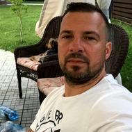 Noutăți în cazul polițiștilor care au intrat la adresa greșită: lider de clan urmărit internațional pozat în curtea unde a locuit un consilier PNL din Brașov!