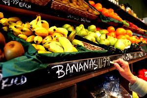 """Ce alimente ar fi bine să fie evitate, în opinia epidemiologului Molnar Geza: """"Mergem la cumpărături și pipăim"""""""